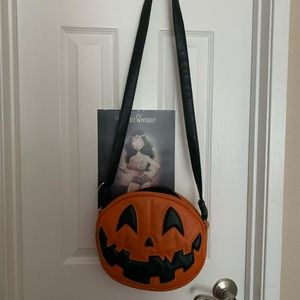 Love pain and stitches pumpkin kult bag